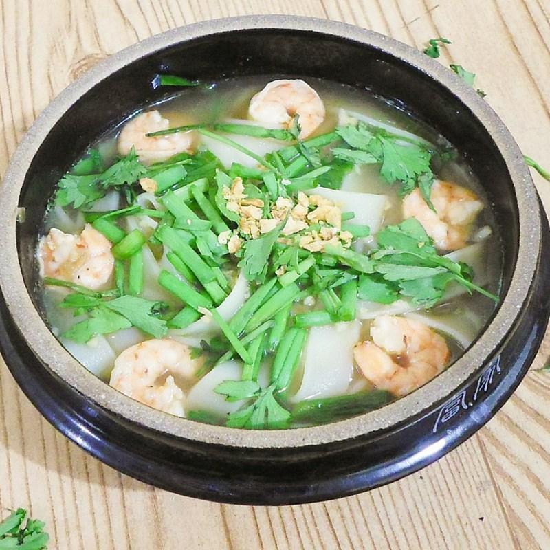 Thai Rice Noodle Shrimp Soup